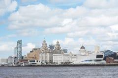 Utsikt för Liverpool stadsmitt från riverMersey Arkivfoton