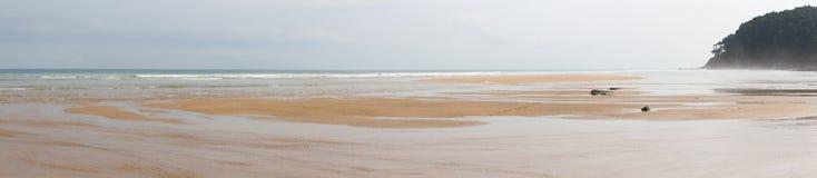 Utsikt Panoramica de Playa en el Norte de España grensle royaltyfria bilder