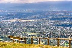 Utsiktpunkt som förbiser San Jose, hjärtan av Silicon Valley; södra San Francisco Bay område, Kalifornien fotografering för bildbyråer