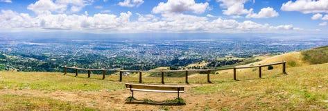 Utsiktpunkt som förbiser San Jose och södra San Francisco Bay område, Silicon Valley; Kalifornien arkivbild