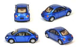 utskjutande blå bil isolerad ny vw Arkivfoton