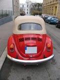 utskjutande klassiska röda volkswagen Royaltyfri Bild