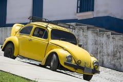utskjutande volkswagen yellow Fotografering för Bildbyråer