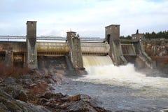 Utskov på vattenkraftstation royaltyfri foto