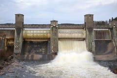 Utskov på vattenkraftstation fotografering för bildbyråer