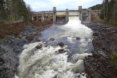 Utskov på vattenkraftstation royaltyfri bild