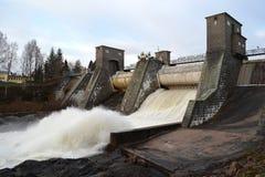 Utskov på vattenkraftstation royaltyfria foton