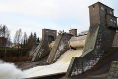 Utskov på vattenkraftstation arkivbilder