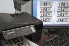 Utskrift fejkar USD pappers- valuta arkivfoton