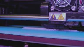 Utskrift på en skrivare 3D arbete f?r skrivare 3D Industriell utskrift på skrivaren 3D arkivfilmer