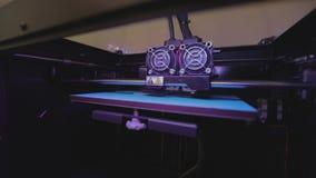 Utskrift på en skrivare 3D Industriell utskrift på skrivaren 3D arbete f?r skrivare 3D stock video
