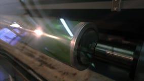 Utskrivaven axel Cylindrisk press f?r tapetutskrift Mekanismen av utskrift p? tapeten modern pressprinting arkivfilmer