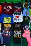 Utslagsplatsskjortor på skärm i Boston Royaltyfri Foto