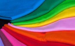 utslagsplatsskjortor som göras från bomull och fiber Arkivfoto