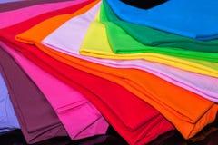 utslagsplatsskjortor som göras från bomull och fiber Fotografering för Bildbyråer