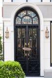 Utsmyckad ärke- dörr Royaltyfri Fotografi