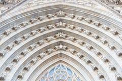 Utsmyckad archivolt på domkyrkan av Barcelona arkivbild