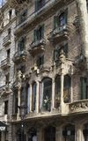 utsmyckad barcelona byggnad spain Arkivfoto