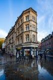 Utsmyckad byggnad på hörn av Clare Street och Baldwin Street i Bristol, arkivfoto