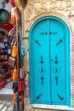 Utsmyckad dörr i Tunisien royaltyfri fotografi