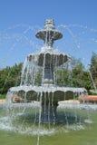 Utsmyckad flernivå-springbrunn Royaltyfri Bild