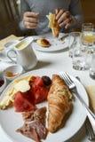 Utsmyckad franskafrukost Arkivbilder