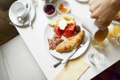 Utsmyckad franskafrukost Royaltyfria Bilder
