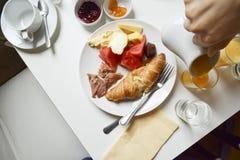 Utsmyckad franskafrukost Royaltyfri Bild