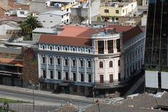 Utsmyckad hörnbyggnad i Quito, Ecuador arkivfoto