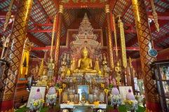 Utsmyckad inre av Wat Chiang Man, den äldsta templet i Chiang Mai, Thailand Royaltyfria Foton