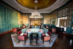 Utsmyckad lobby och vardagsrum för hotell för lyxig semesterort Royaltyfri Fotografi