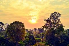 Utsmyckad solnedgång i Angkor, Cambodja Fotografering för Bildbyråer