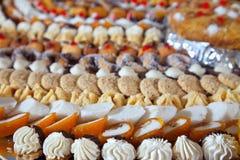 utsmyckad tabell för bankettcakes Royaltyfri Foto