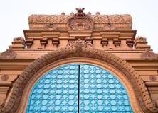 Utsmyckad tempeldörr Arkivfoto