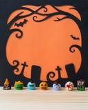 Utsmyckade choklader för spöke med allhelgonaaftonbakgrund Royaltyfri Bild