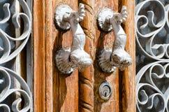 Utsmyckade dörrhandtag Arkivfoto