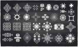 Utsmyckade dekorbeståndsdelar för krita på en svart tavla Royaltyfria Foton