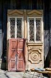 Utsmyckade dörrar för antikvitet Arkivbilder