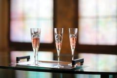 utsmyckade exponeringsglas tre för champagne Royaltyfri Foto