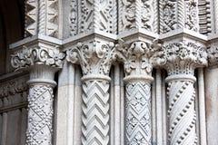 utsmyckade kolonner fyra Arkivbilder