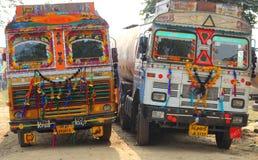 Utsmyckade lastbilar i Indien Royaltyfri Bild