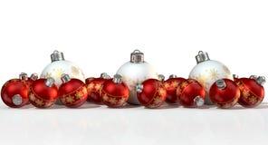 Utsmyckade Matte White And Red Christmas struntsaker Arkivbild