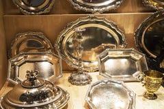 Utsmyckade silverobjekt i Chester England Arkivbilder