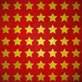 Utsmyckade skinande guld- stjärnor på texturerad röd bakgrundsdesign stock illustrationer