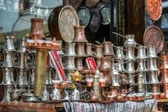Utsmyckade souvenir i Sarajevo, Bosnien royaltyfri fotografi