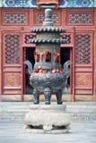 Utsmyckat altare i en buddistisk tempel, Peking, Kina arkivfoton