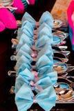 Utsmyckat bestick med blåttpilbågen royaltyfri bild