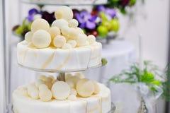 utsmyckat bröllop för cake arkivfoton