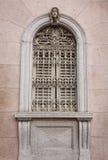 Utsmyckat fönster i Como royaltyfri foto