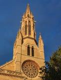 Utsmyckat gotiskt fönster av den kyrkliga Parroquiaen de Santa Eulalia, en av de fyra äldsta kyrkorna i Palma de Mallorca i Mallo fotografering för bildbyråer